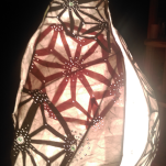 """Lampes """"radioactive shells""""Assemblage de papier artisanal sur armature métal"""